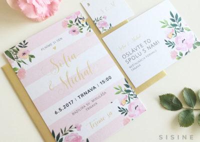 Kolekcia z ružových pásikov a kvetov